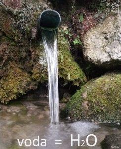 voda je anorganická zlúčenina